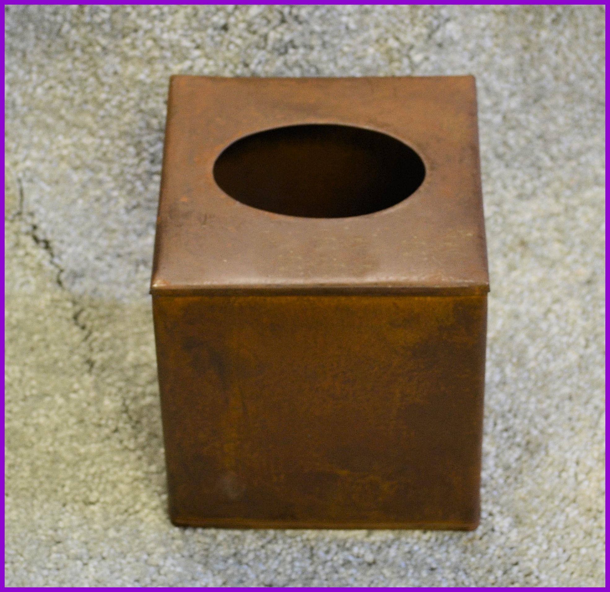 metal-boutique-tissue-box-200503.jpg