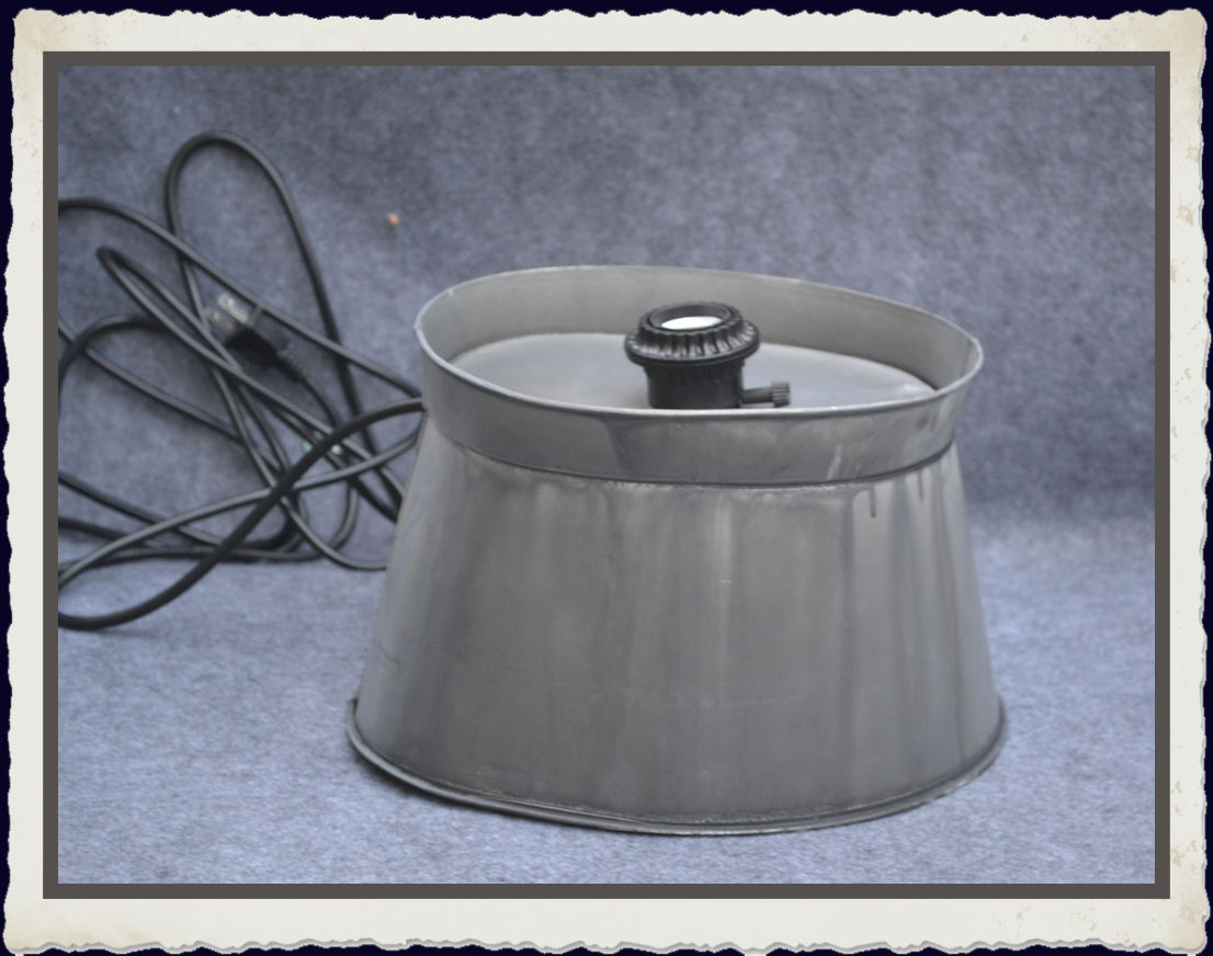 metal-lamp-base-with-socket-and-plug-tla74389.jpg