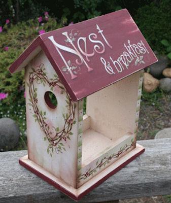 wood-birdhouse-19230030-jmp-picture.jpg